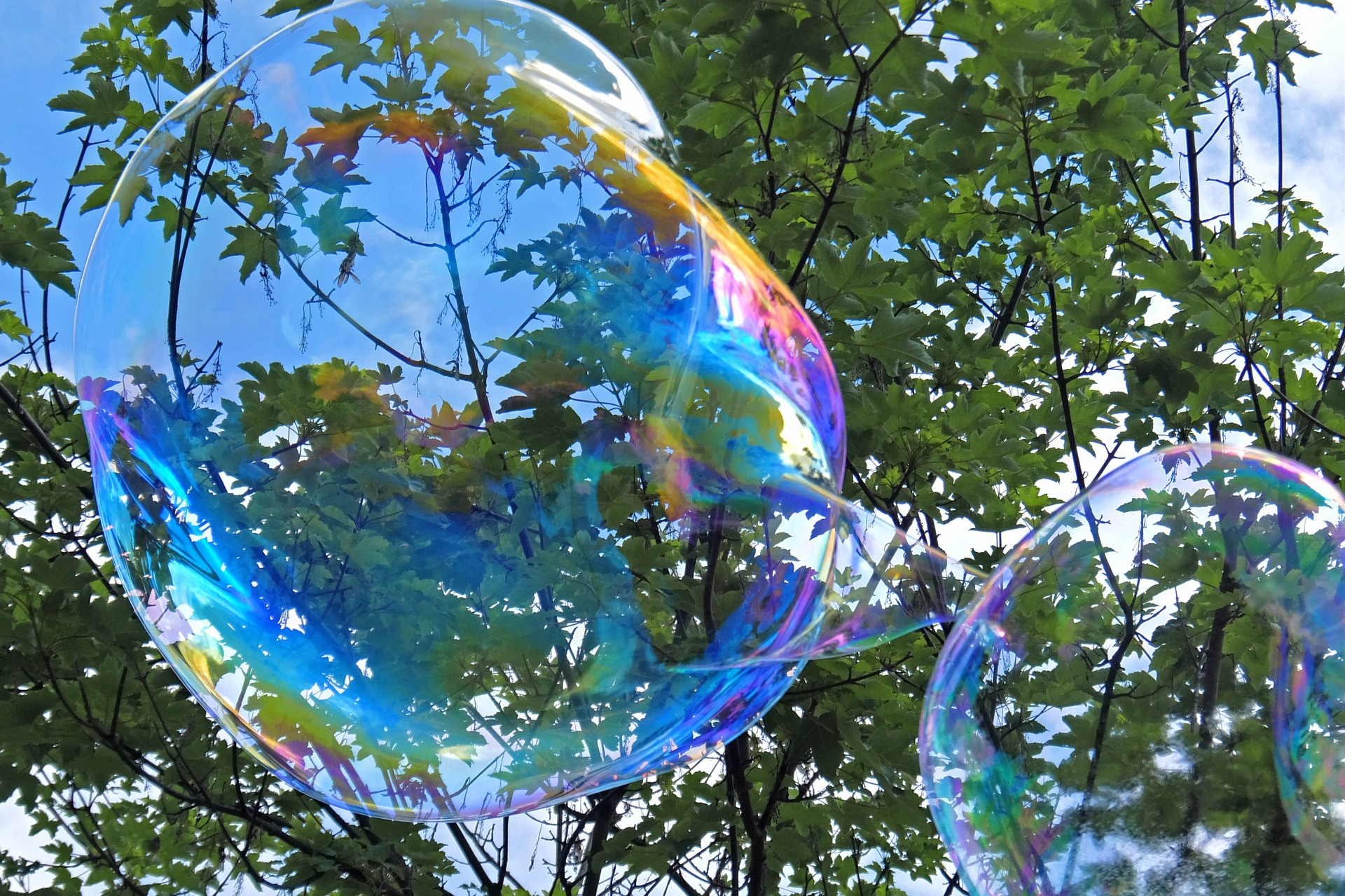 soap-bubble-1388505_1920